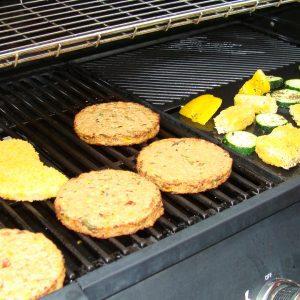 Veganistisch barbecueën onder een heerlijke zomerzon.